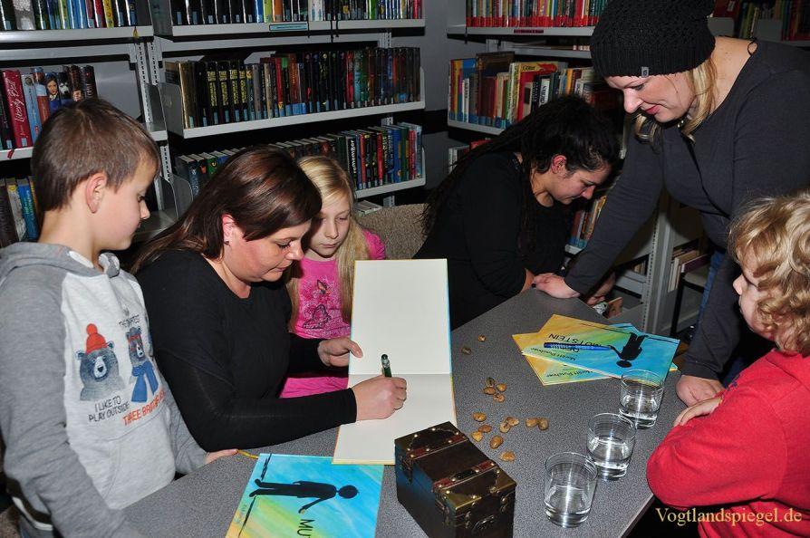 """Vogtlandspiegel – Bibliothek Greiz: Kinderbuch """"Der Mutstein"""" vorgestellt"""